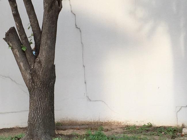 Cabana hotel cracks 1