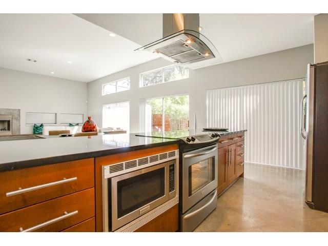 2211 N. Fitzhugh Kitchen 2