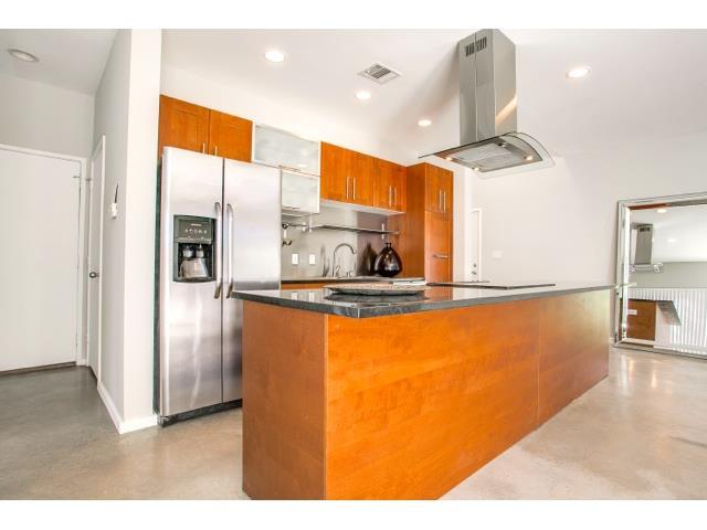 2211 N. Fitzhugh Kitchen