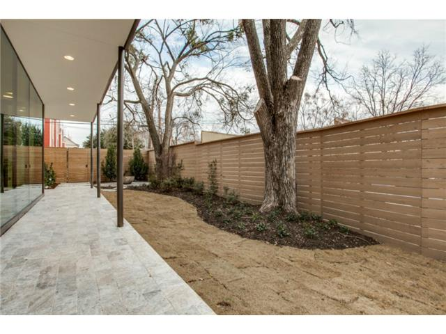 4112 Cole Sideyard