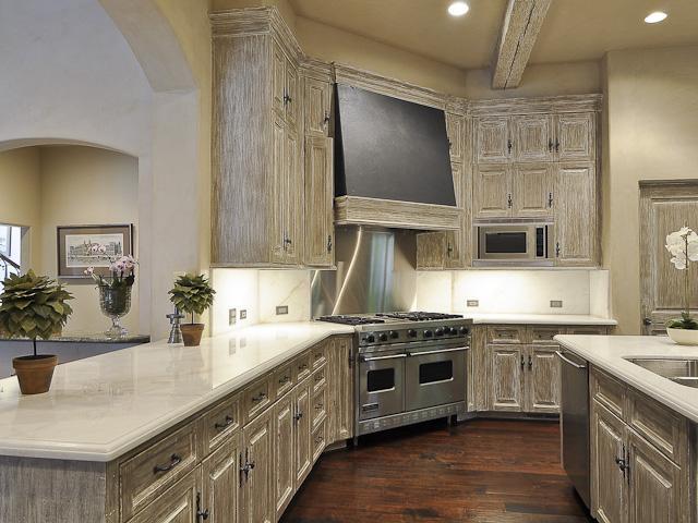 4326 Lorraine kitchen