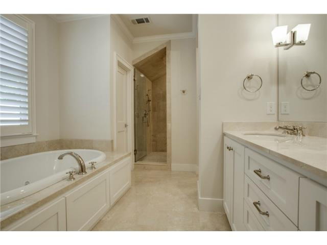 5234 Monticello her bath
