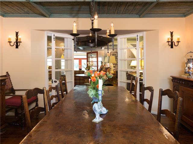 6820 Avalon dining