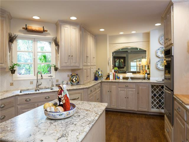 6820 Avalon kitchen
