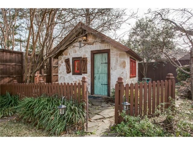 6820 Avalon playhouse