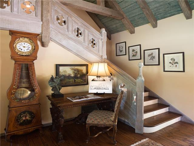 6820 Avalon stairs