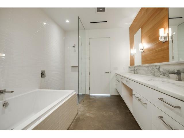 24 Vanguard Master Bath