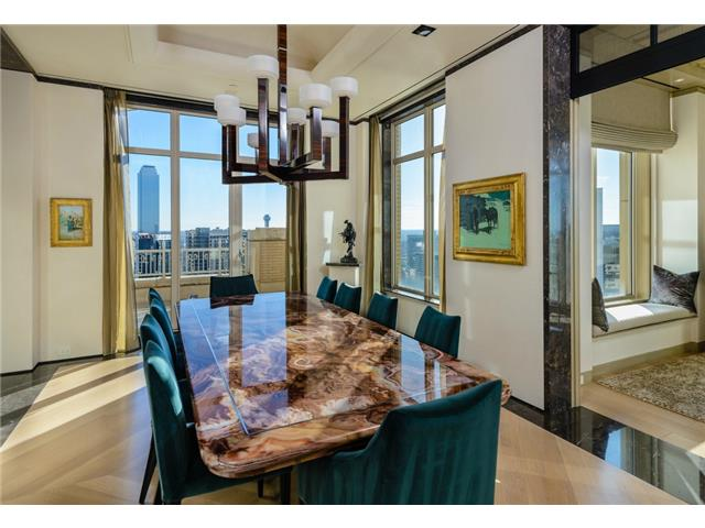2555 N Pearl 2200 Penthouse Dining