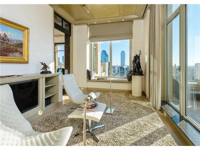 2555 N Pearl 2200 Penthouse Sunroom