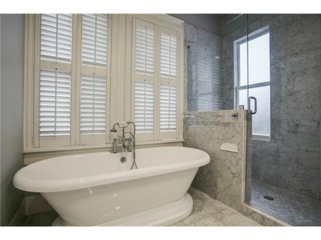 306 N. Windomere Master Bath Tub