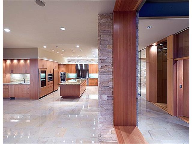 40 Braewood kitchen