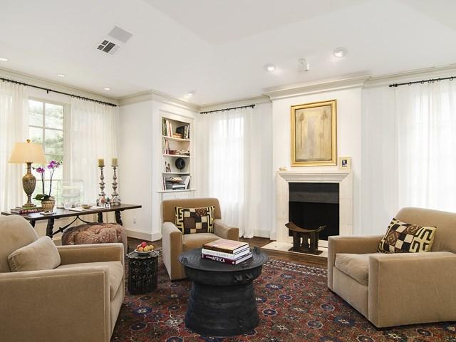 4222 Manning living room