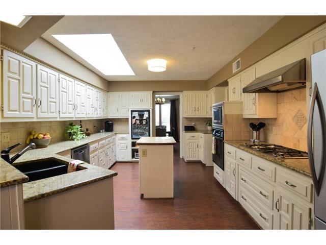 Regent kitchen1