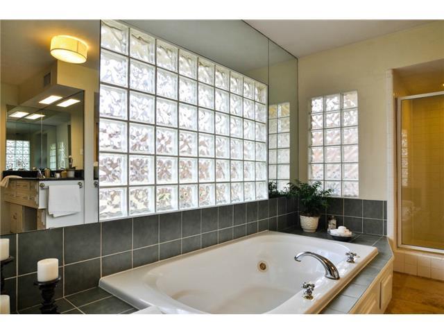 Regent master bath2