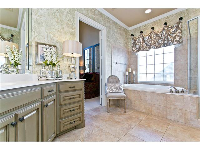 Jetted tub, double vanities & separate shower in the master bath