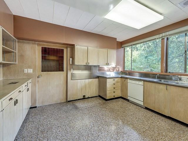 3860 Bellaire Kitchen