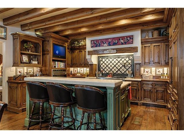 4412 Lakeside kitchen1