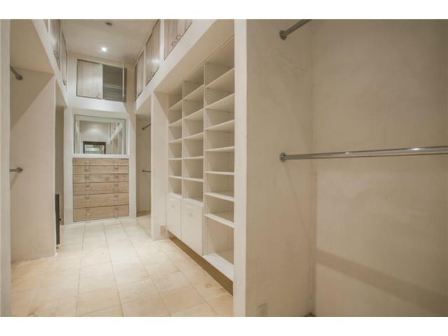 8626 Lakemont closet