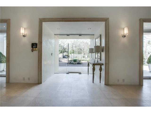 8626 Lakemont foyer2