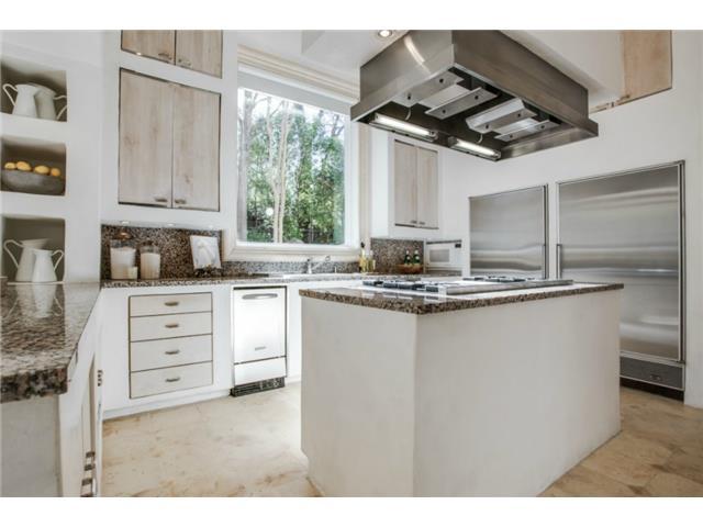 8626 Lakemont kitchen 2