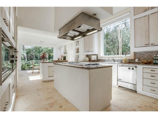 8626 Lakemont kitchen1