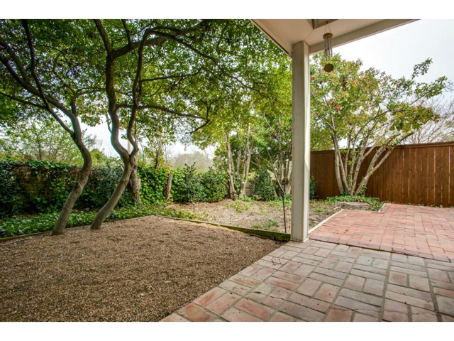 2726 Lawtherwood Covered Patio