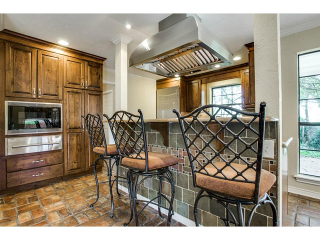 2726 Lawtherwood Kitchen 3