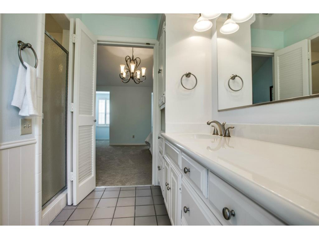 2726 Lawtherwood Master Bath 2
