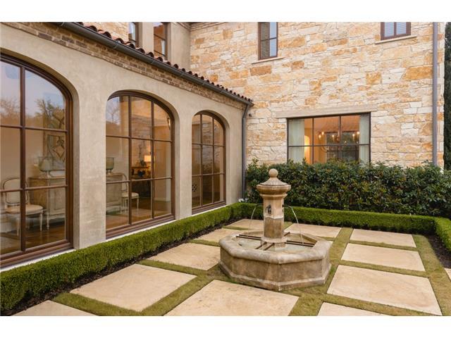 3700 Euclid courtyard