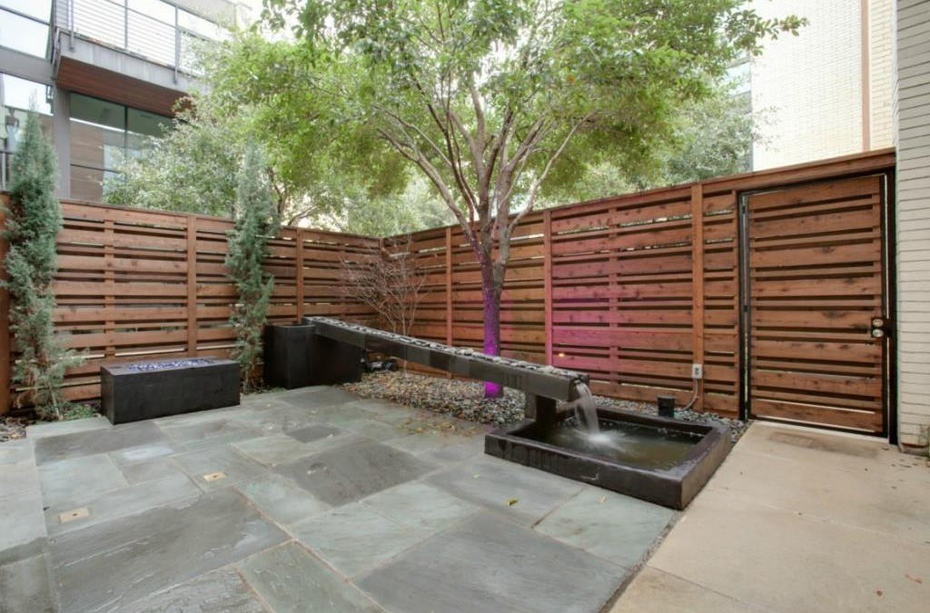 4321 Travis Walk courtyard