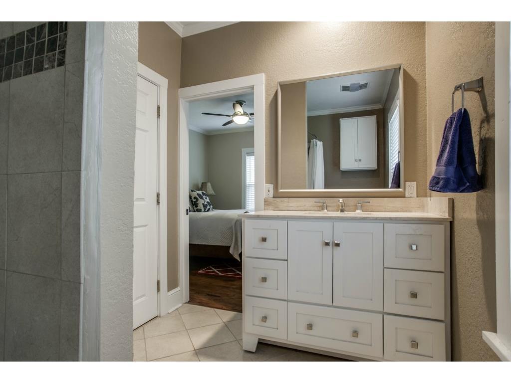 4503 Vandelia Master Bathroom