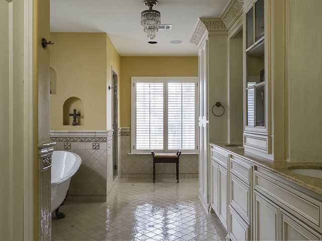 6675 Lakewood Boulevard Master Bath
