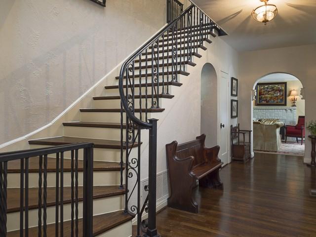 6675 Lakewood Boulevard Stairs