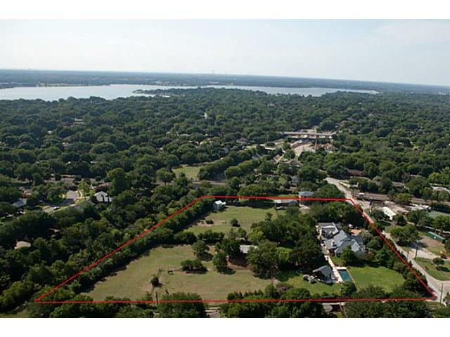 Here's an aerial shot of this gigantic equestrian estate on Fisher Road.