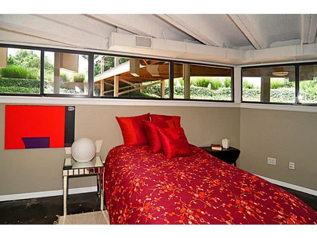9729 Van Dyke Guest Bed