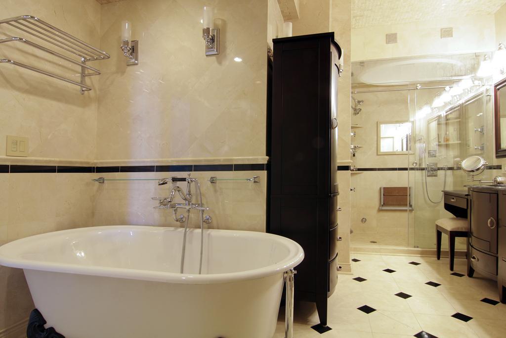 Durst Houston condo master bath tub