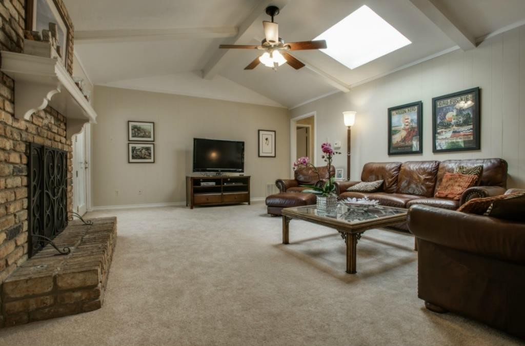 Updated north dallas ranch has saltwater pool candy 39 s dirt for 9 foot wide living room
