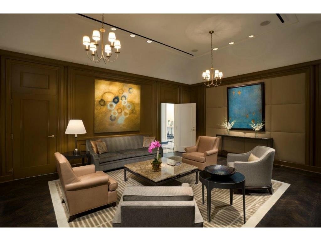 Ritz 16-2 foyer