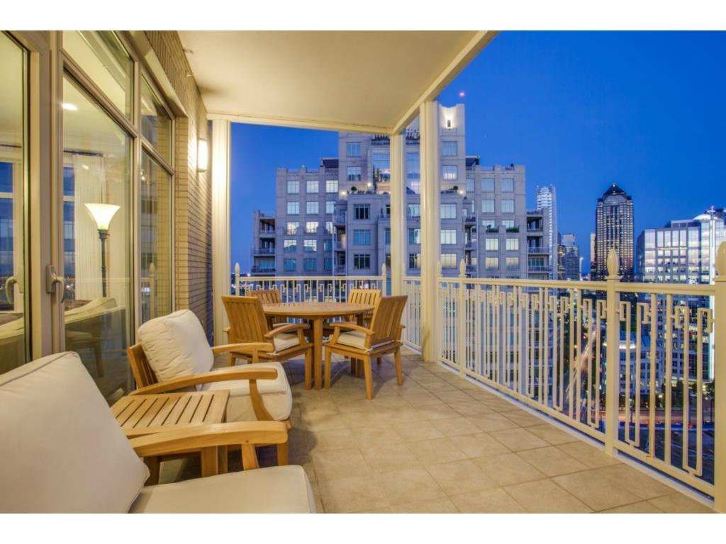 Ritz 1602 balconey