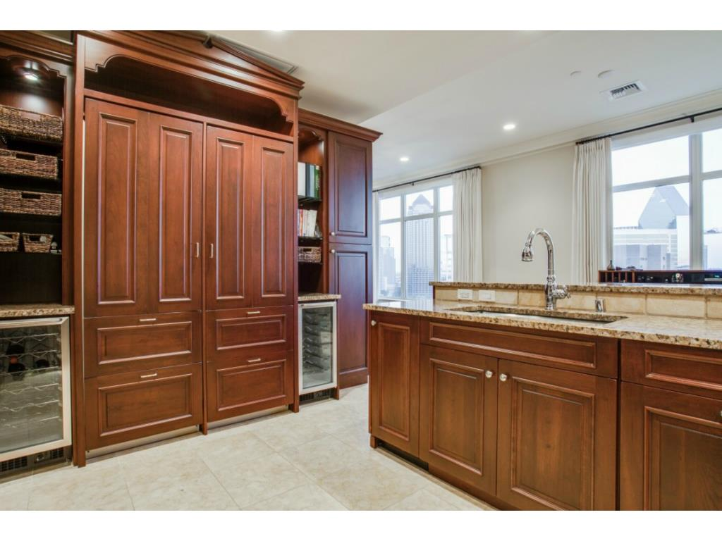 Ritz 1602 kitchen 2