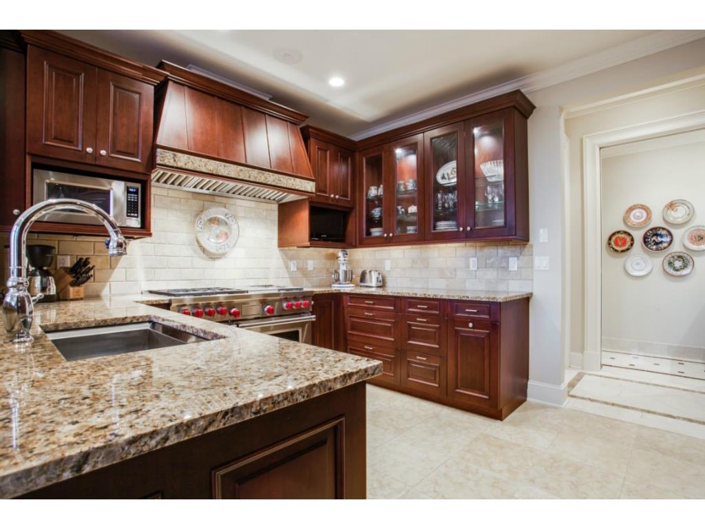 Ritz 1602 kitchen 4