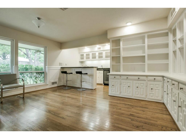 11159 Russwood Cabana Wet Bar