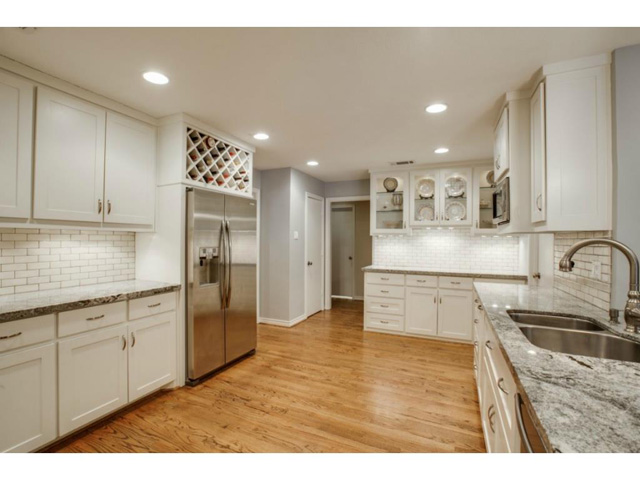 11159 Russwood Kitchen
