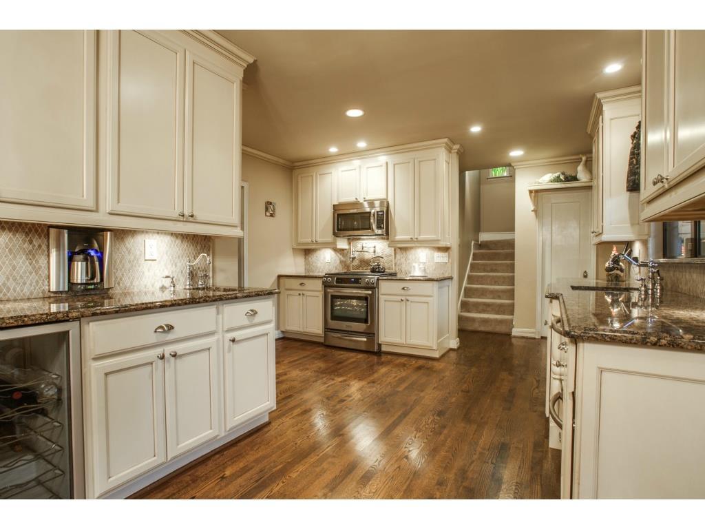 1136 Turner kitchen 2