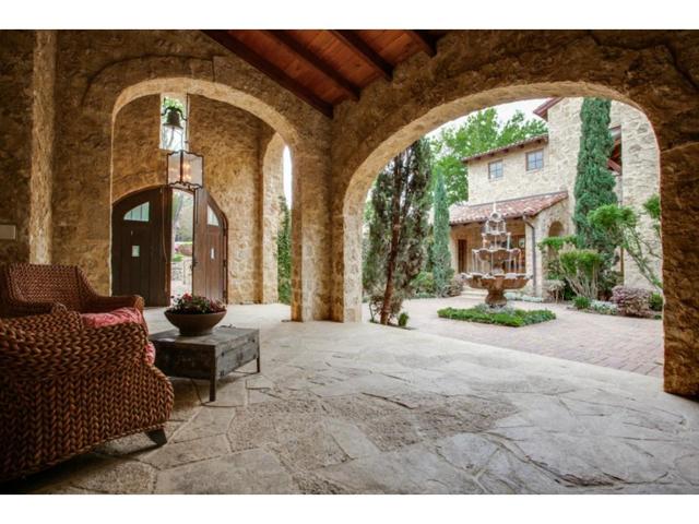 4636 Chapel Hill Courtyard