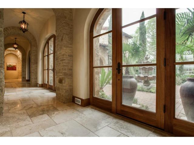 4636 Chapel Hill Hallway