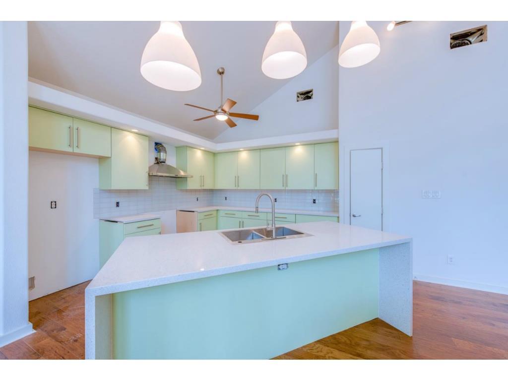 8702 San Fernando Kitchen
