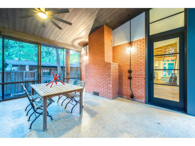 983 Sylvania Screened Patio