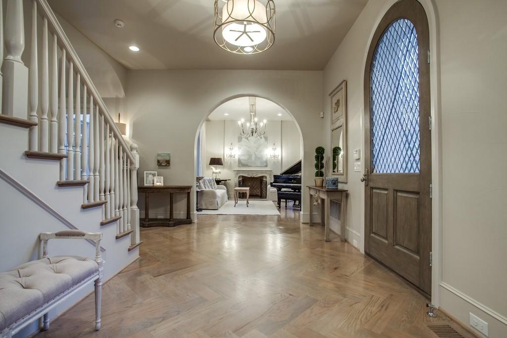 3704 Wentwood foyer
