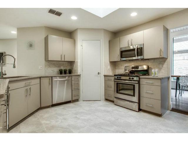 6201 Twin Oaks Kitchen 2